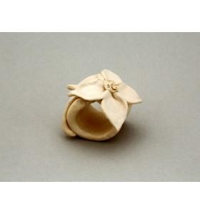 Esküvői dísz, szalvéta gyűrű, virág, szirmok spiccbe