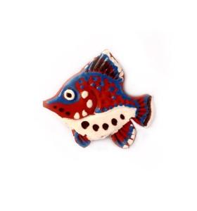 Hal, piros, fehér pontokkal, színes farok, hűtőmágnes