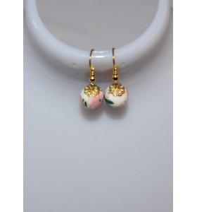 Fülbevaló fehér rózsaszín díszítéssel arany lóhere foglalattal