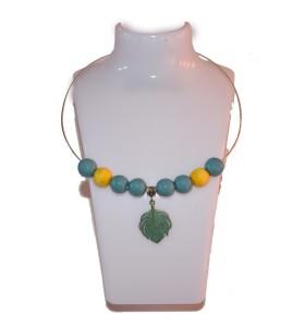Nyaklánc, kékeszöld, sárga dísz, zöld falevél medál