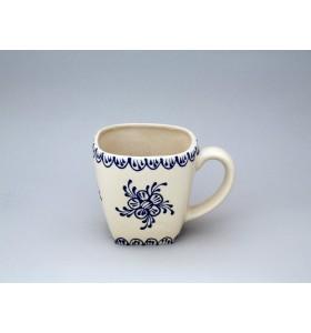 Kerámia bögre, fehér, négyzet, pikkelyes motívum kék, virág