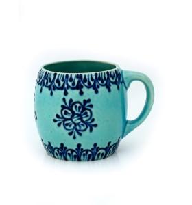 Nagy kerámia bögre, világos kék, pikkelyes, virág dísz sötétkék