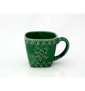 Kerámia bögre, négyzet alakú, zöld, pikkelyes, virág minta