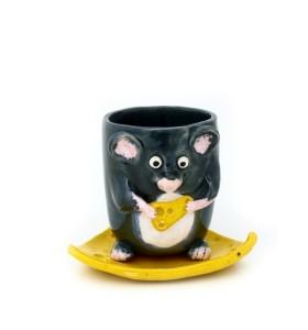 Csésze, csészealj, egér sajttal, sötét szürke