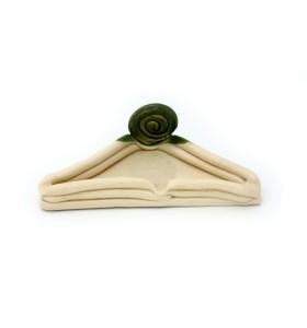 Hamutál, háromszög, krémszínű, zöld díszítés