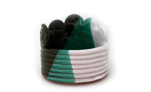 Tál és váza, zöld, kerek, barnás, kékes, fehér, egy csiga